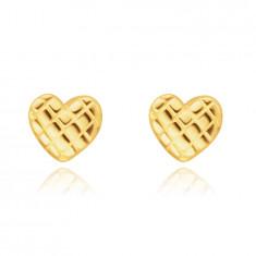 Обеци, направени от жълто 14К злато – лъскаво сърце с мрежеста повърхност, на винт