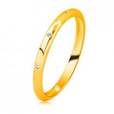 Брилятна халка от 14К жълто злато - три кръгли, прозрачни диаманта, гладка повърхност