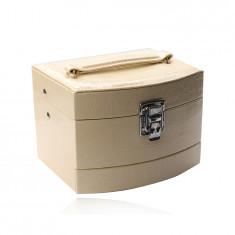 Кутия за бижута в кремав цвят, направена от еко кожа, три нива, крокодилска шарка, катарама