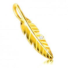 Висулка, направена от 9K злато – лъскаво, гравирано перо, цирконий